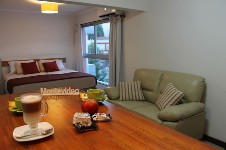 Estudio superior 2 con cama Queen a 200m del mar! - Montevideo