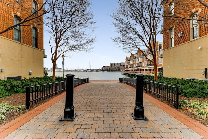 Summer Luxury w/ Great Location & Private Parking! - Baltimore - Casa