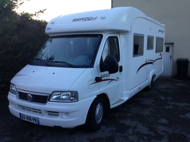 Motorhome close to the city center - Laval