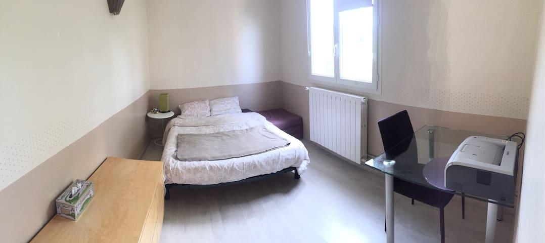 Jolie chambre Mesniloise ;-) - Le Mesnil-le-Roi - Apartemen