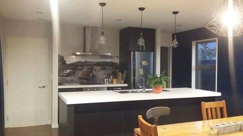 11LR1 Private room in Rolleston, Christchurch - Rolleston - Дом