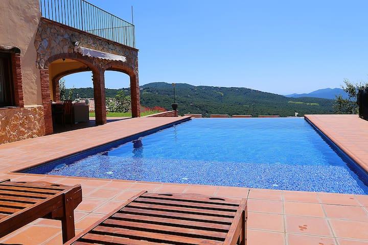 Catalán House with infinity pool - Santa Cristina d'Aro - Huis