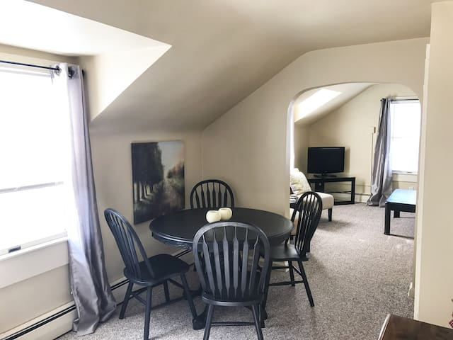 Cozy upstairs in Millcreek - Erie - Apartemen