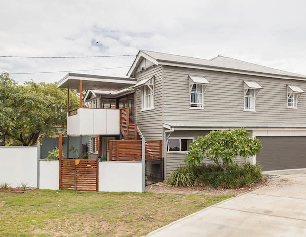 Lone Pine House - great for kids, pets, families - Enoggera
