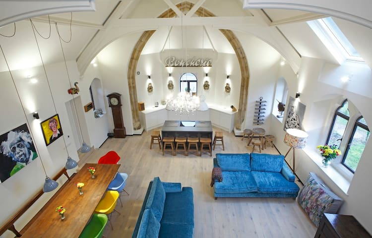 Contemporary converted church - Oswestry - Casa