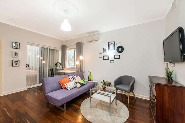 CBD apartment, fast WiFi and free parking - Perth