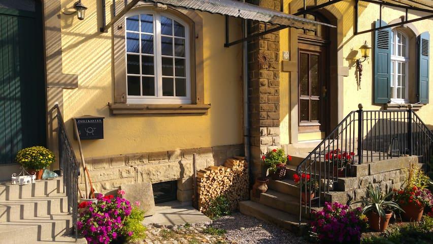 Modernes Zimmer in altem Gutshof - Ralingen - Maison