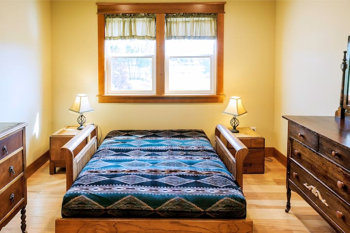 The futon room with  Lake view - Ferndale - Casa
