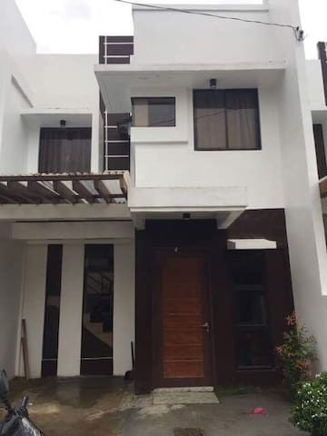 New Modern 2 BR Townhouse for Rent - Bayugan - Hus