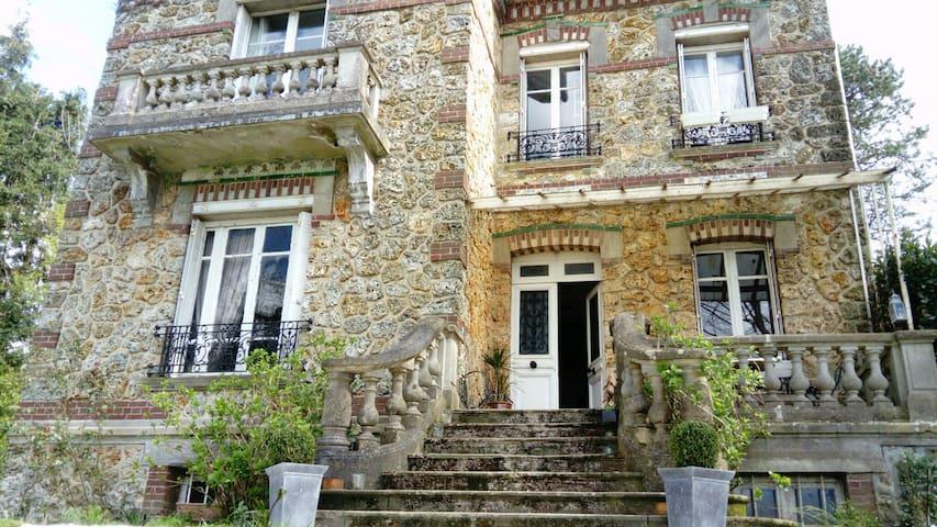 Deux chambres, lits doubles dans maison de charme - Saint-Ouen-du-Breuil - Дом