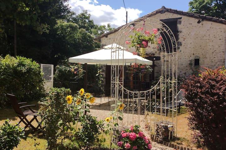 Tranquil Bijou Stone Cottage - Couhé - Hus