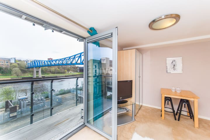 Light & Airy Quayside Studio with River Tyne View - Newcastle upon Tyne - Διαμέρισμα