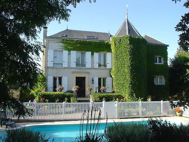 Chambre rez-de-jardin Les Magnolias - Saint-Chéron - Hus