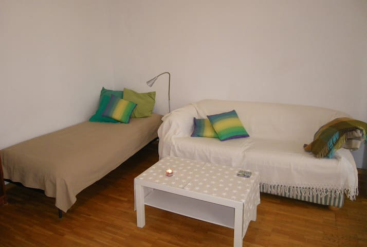 Quiet room close to the city center in Vienna - Viena