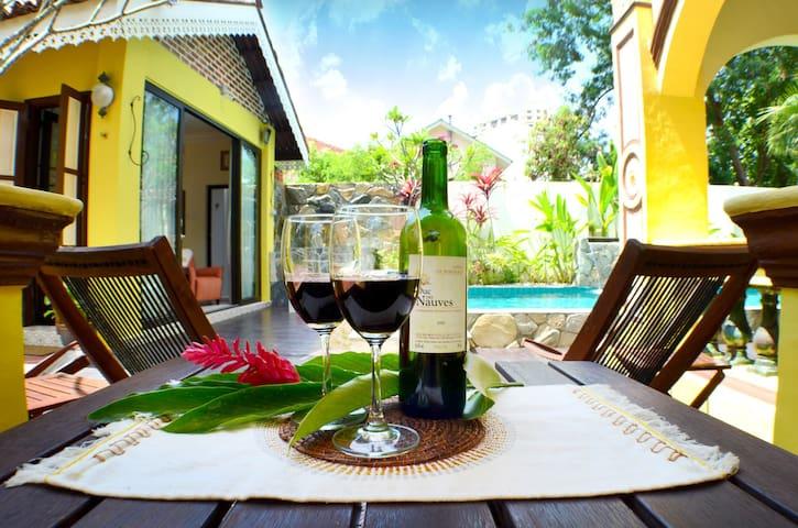 Casugria Dutch Weekday 2 pax chalet - Melaka - Bed & Breakfast