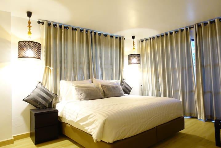 1King&1single bed(separated room) - Chiang Rai