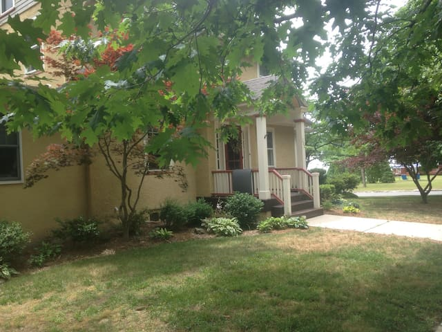 Sweet (not so little) Suite w/ private entrance - Wenonah - Huis