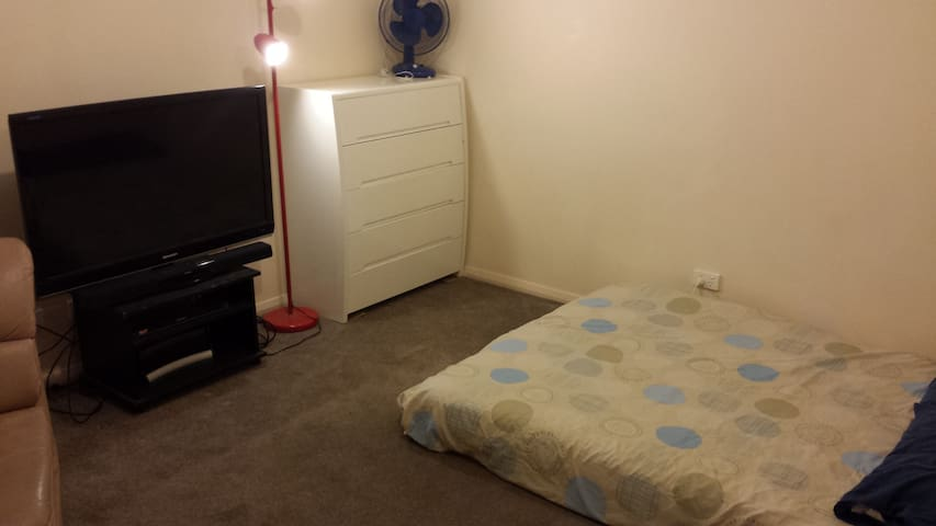 Room for rent noble park - Noble Park - Huis