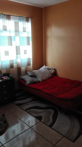 Private room with basic services included - San José