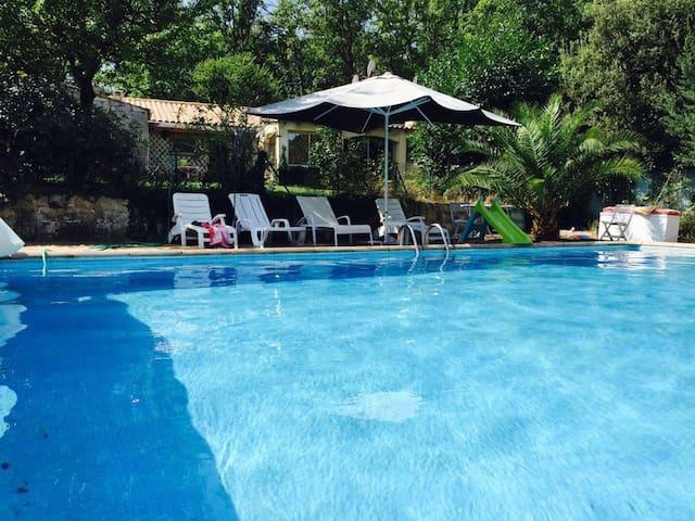 Petite villa avec Piscine - Flassans-sur-Issole - Casa