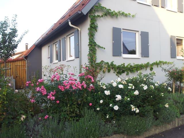 country house near Metzingen - Bempflingen - Casa