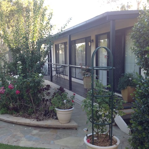 Courtsidecottage Bed and Breakfast. - Euroa - Annat
