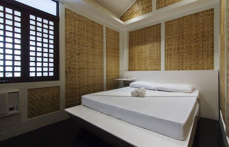 Deluxe Room Near The Baywalk - Puerto Princesa - Bed & Breakfast