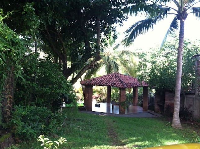 TROPICAL SANCTUARY IN GATED COMMUNITY - La Libertad - 獨棟