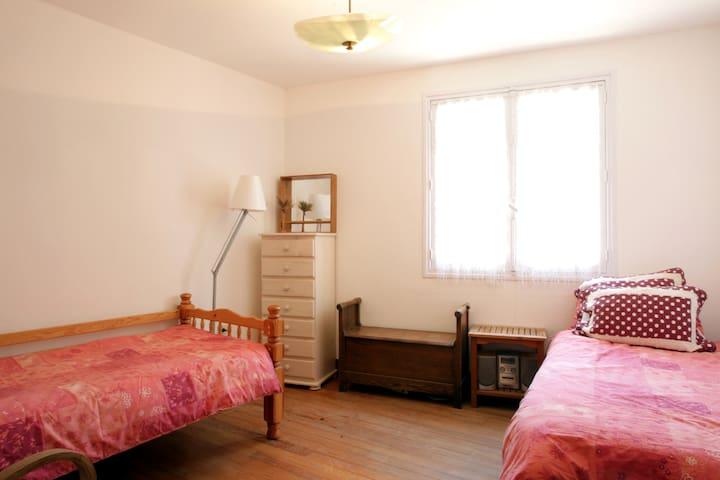 Acacia Avenue Twin Room South-facing Chateau View - Saint-Ferriol