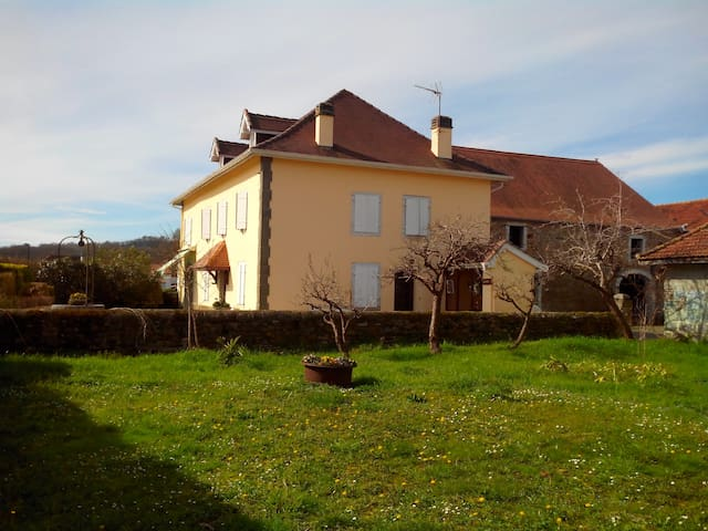 Only 40min to Beach/Mountains/Spain - Sauveterre-de-Béarn - Huis