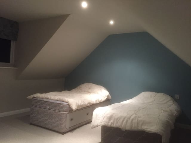 We have a massive loft space - Kidderminster - House