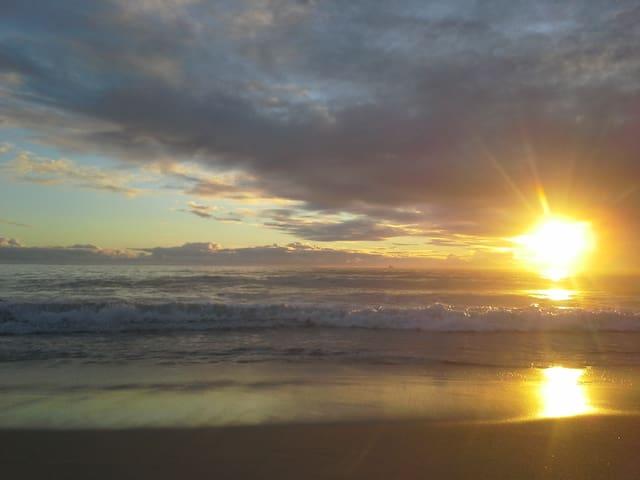 Beach lifestyle accomodation - City Beach - Дом