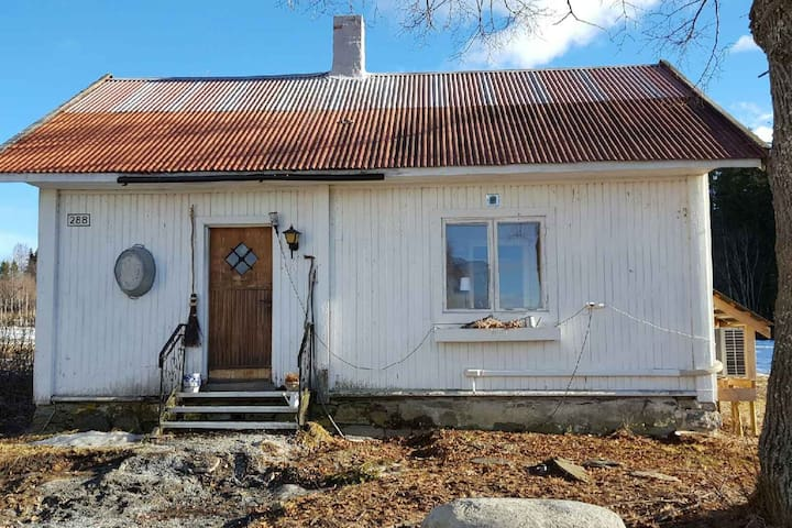 Det lille huset på gården - Vestre Toten - Egen ingång