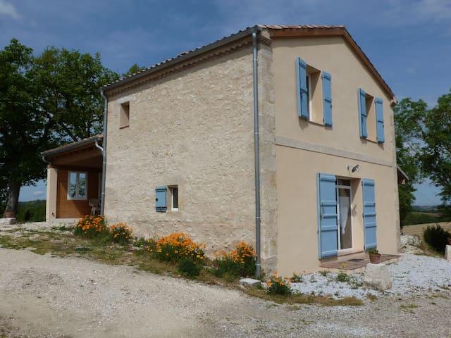 Maison individuelle 4 personnes agréable à vivre - Terraube - Haus