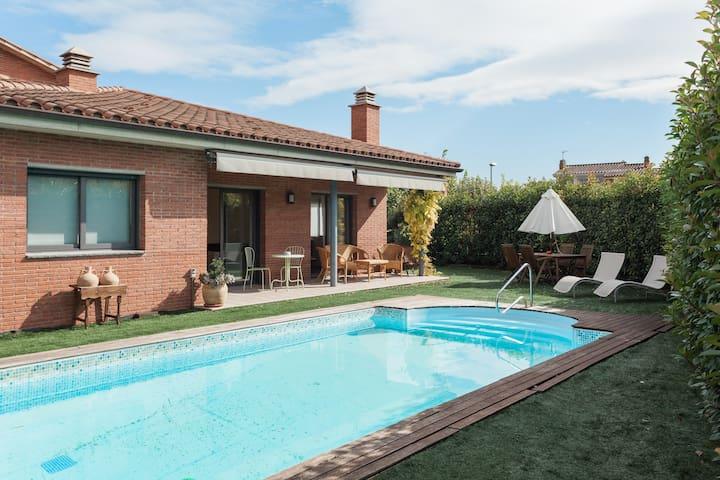 Casa grande con piscina y jardín. - Cornellà del Terri - Ev