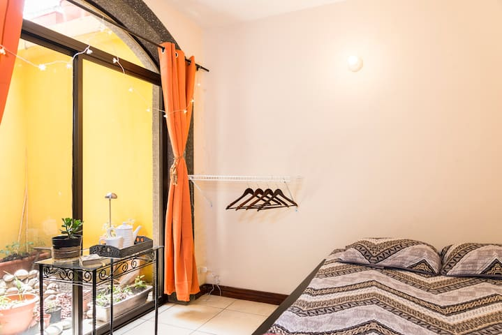 5 min from Airport! - Barreal - House