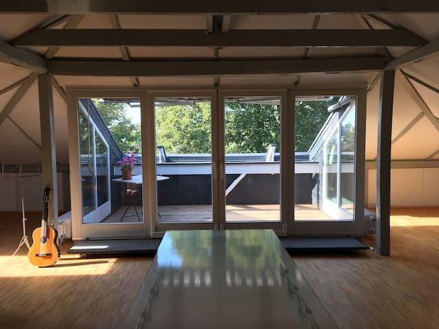 Loftzimmer in charmanter Stadtvilla - Ahrensburg - Loft
