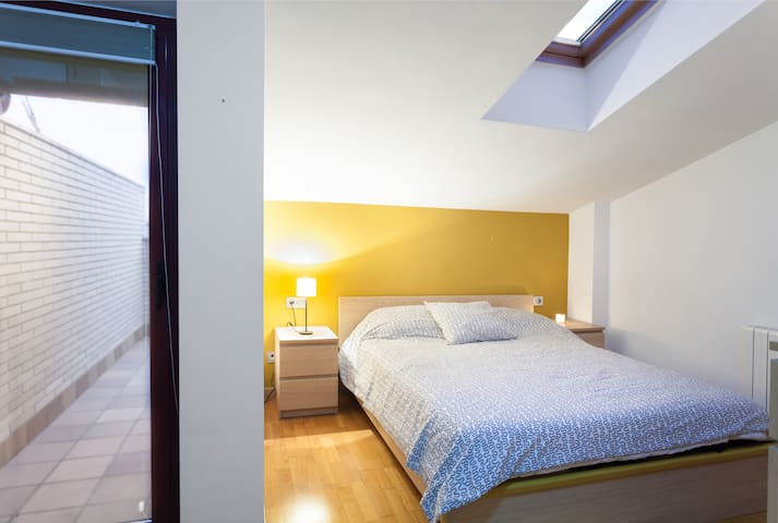 Double room in duplex 40 'from Barcelona. - Granollers - Appartement