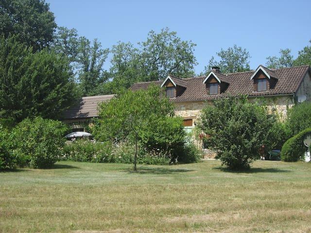 B&B for 2 adults in idyllic cottage + pool - Tourtoirac