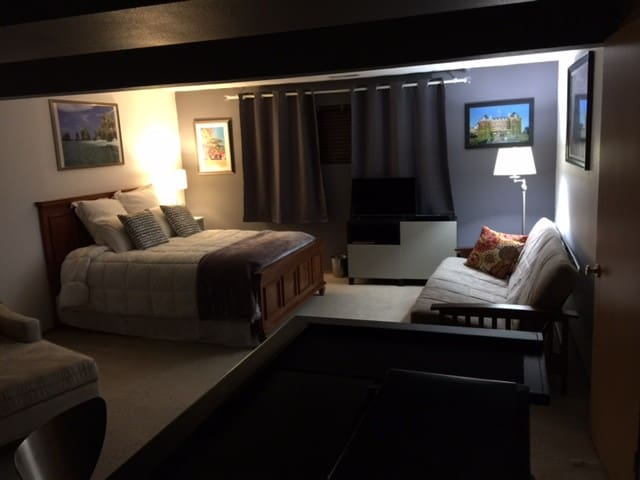 Large comfortable and cozy den - Tacoma - Hus