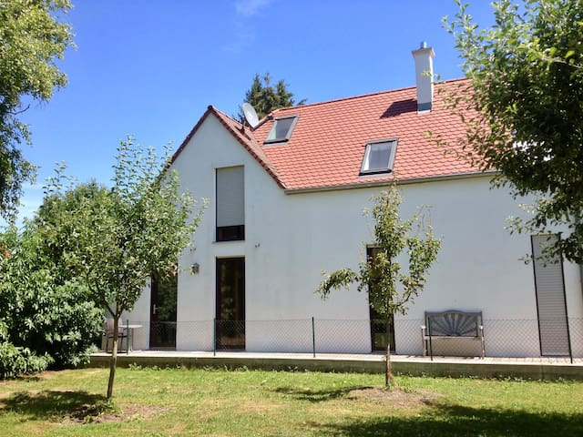 Separate Guest-room at a mansion - Erding - Bed & Breakfast