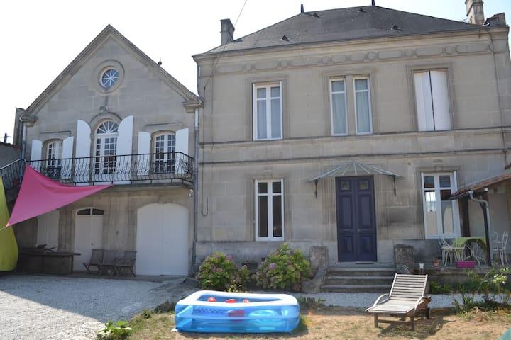 Chambre indépendante avec salle de bain en suite - Cognac - Stadswoning