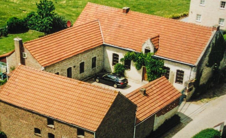 Charming Farmhouse, Great Views, Big Garden w/ BBQ - Beauvechain - Casa