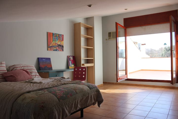 House in 3 levels.  5 minutes from the Dali museu - Figueres - Huis