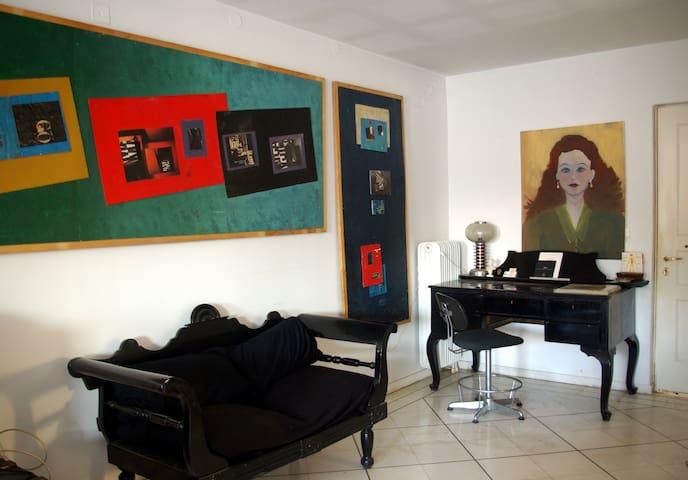 (PIRGOS) ARTISTIC FLAT WITH FANTASTIC TOWN VIEW - Pirgos - Apartamento