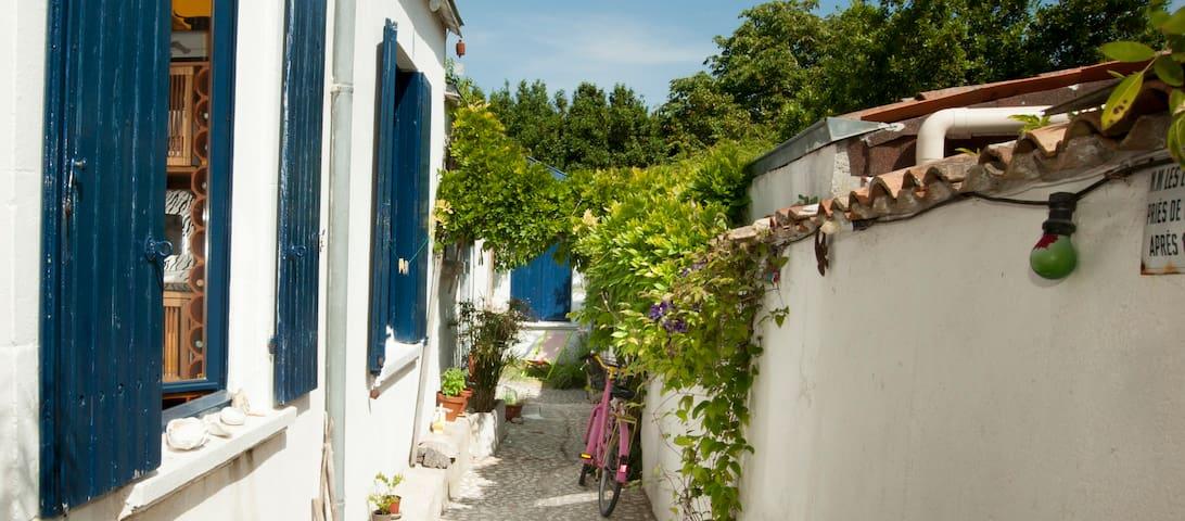 Chambre indépendante dans maison d'artistes - La Rochelle - Ev