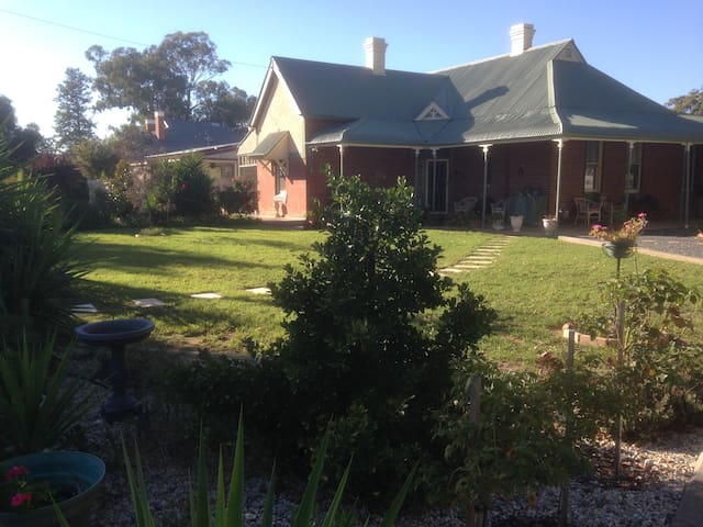 Charming Country Stop In Culcairn - Culcairn