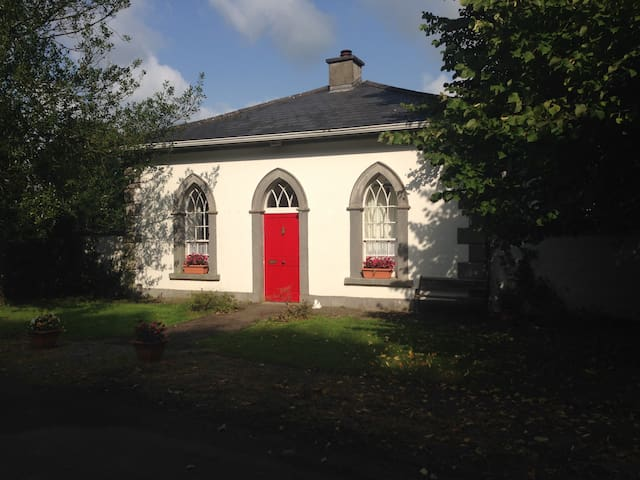 A Charming 18th Century Gate Lodge - Athleague - Hytte