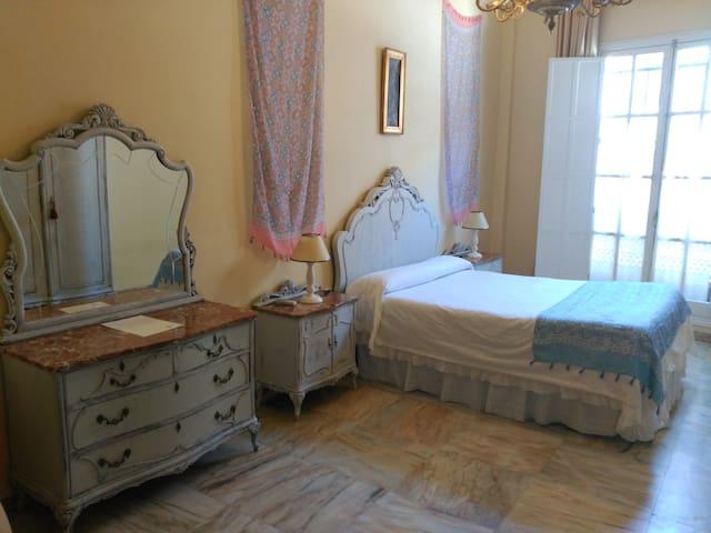 Habitación muy espaciosa en casa señorial (Écija) - Écija - Hus