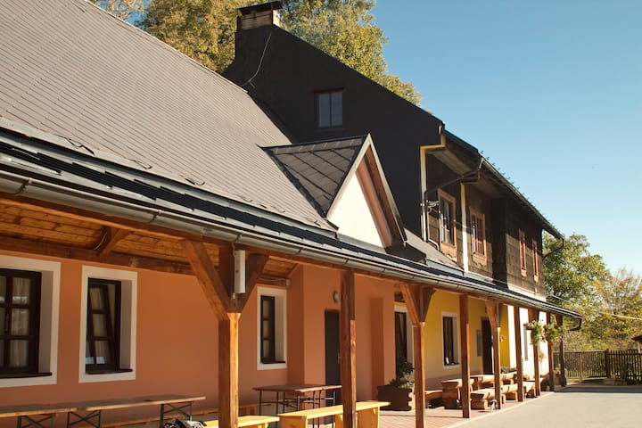 Sunny triple room at ranch - Rožnov pod Radhoštěm - Casa